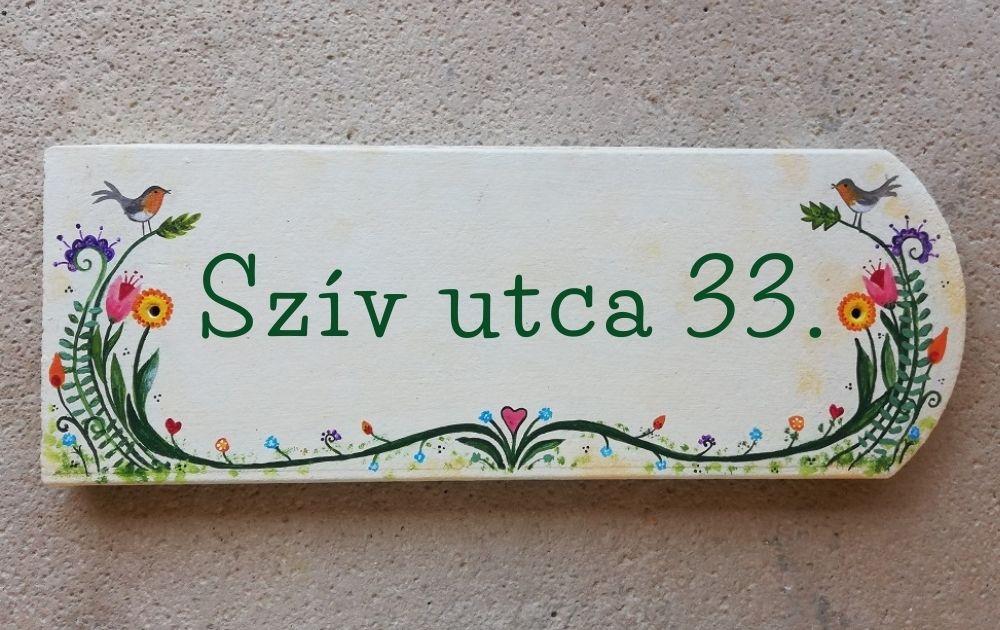 piktorella-utcatábla-cserépre festett-egyedi ajándék-vidám-madaras-kézműves termék-házavató ajándék