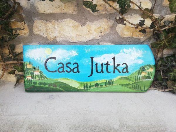 piktorella-utcatábla-egyedi-toszkána-cseréprefestett-kézművestermék egyedi ajándék házavatóra